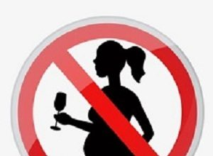 Official UK guidelines on drinking during pregnancy 'too prescriptive'