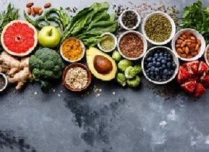 Mediterranean diet linked to 41% reduced risk of late-stage AMD