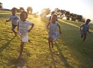 Barefoot SA children have better balance but may suffer later