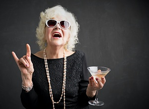 Older adults in wealthier countries drink more alcohol — Global study
